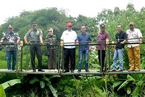 Jembatan Gantung Cihoe Desa Ciledug Wetan Hampir Selesai Di